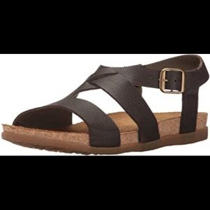 NWOT El Naturalista sandals